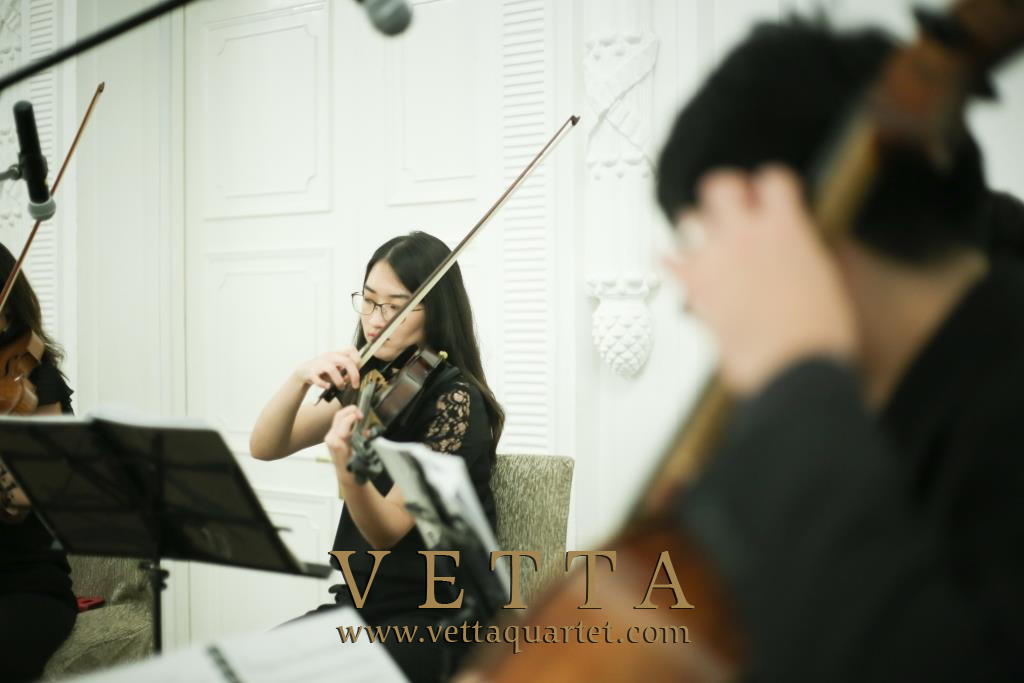 String Violinist and Cellist playing background music at Fullerton Hotel